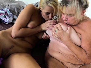 Granny with big boobs masturbate with..