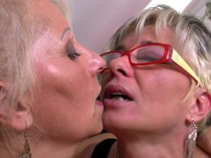 Perfect mature mothers at lesbian..