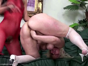 Mature mom fisted hard by young lesbian..