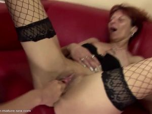 Pissing and fisting fun with mature..